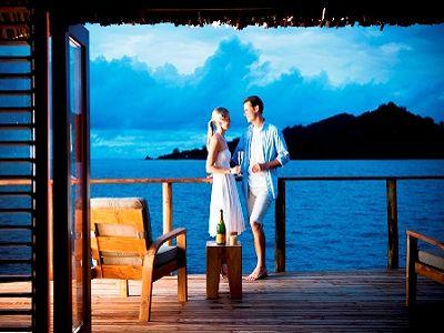 over water Islas Fiji